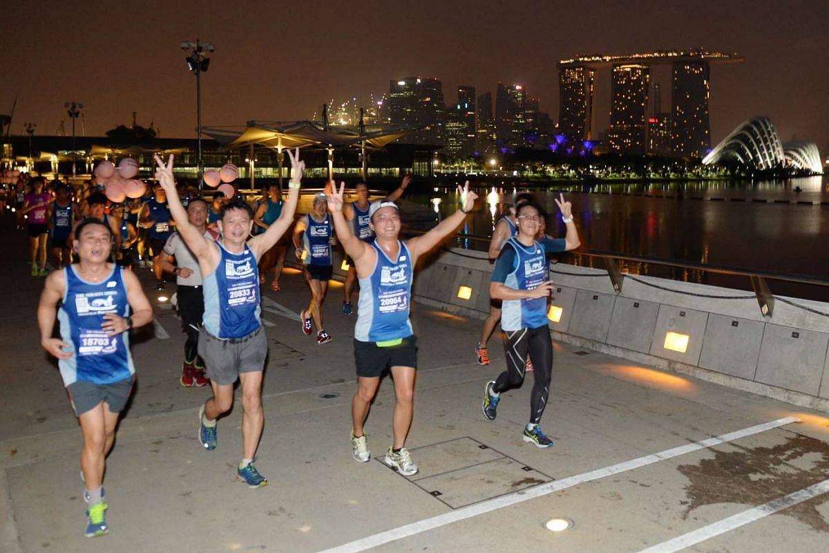 Participants of the 18.45km race crossing the Marina Barrage towards Gardens by the Bay.
