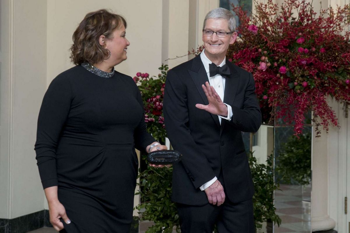 Apple CEO Tim Cook and Ms Lisa Jackson, former administrator of the US Environmental Protection Agency.