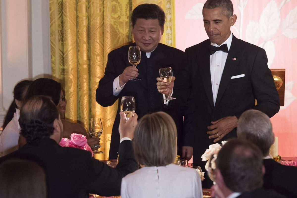 Chinese and US Presidents Xi Jinping and Barack Obama toasting guests at the state dinner.