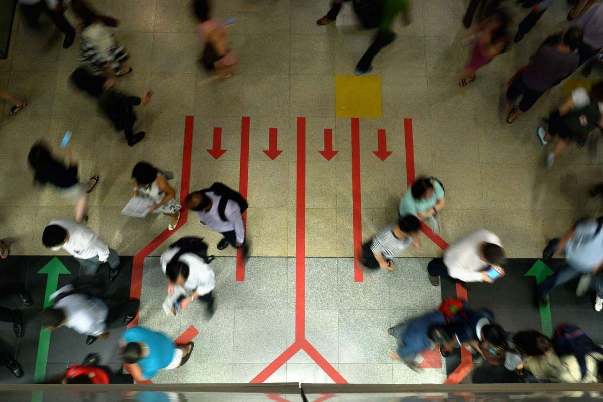 Rail operator is testing out new double queue markings at MRT platforms, to facilitate a smoother and safer transfer of commuters by reducing criss-crossing when they alight and board trains. The three-month trial will be carried out at three station