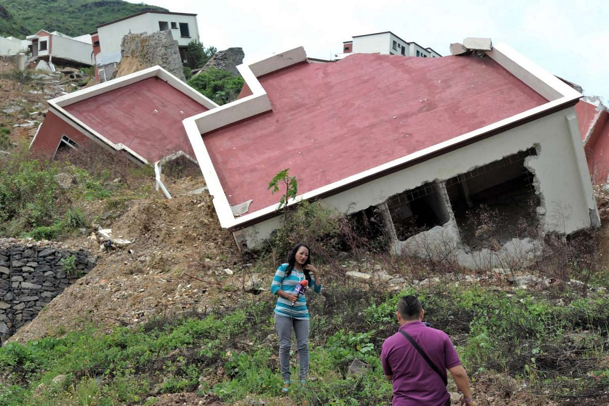 Collapsed houses at the residential area of Ciudad del Angel in the northern outskirts of Tegucigalpa, on Oct 6, 2015. Honduran authorities declared a red alert in Ciudad del Angel, forcing 46 families to evacuate their homes which are at risk of fal