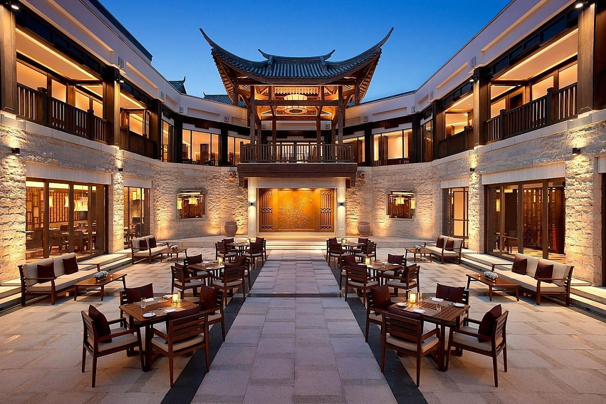 A view of the main courtyard in Banyan Tree Chongqing Beibei, which features a strong Min Guo-era aesthetic.