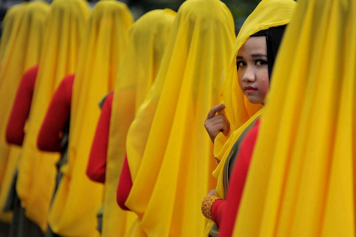 Acehnese women wearing colourful costumes taking part in the celebrations of the Islamic New Year in Banda Aceh, capital of Indonesia's conservative Islamic province of Aceh, on the Sumatra Island on Oct 14, 2015. Indonesia is the world's most popula