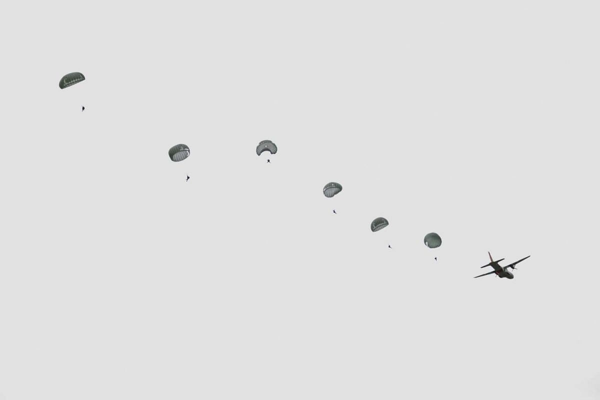 Ecuadorean special forces parachuters practice jumps at the Patria headquarter in Latacunga at the outskirts of the Cotopaxi volcano, one of the world's highest active volcanoes in Ecuador, Oct 19, 2015. Ecuadorian authorities are monitoring activity