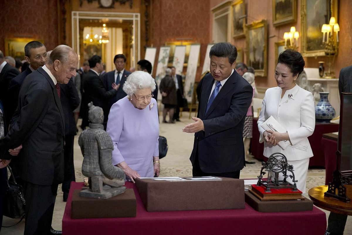 Chinese President Xi Jinping (second, right), and his wife Peng Liyuan (right), Britain's Queen Elizabeth II (second left) and Britain's Prince Philip, Duke of Edinburgh (left) viewing a display of items relating to China in the Royal Collection at B