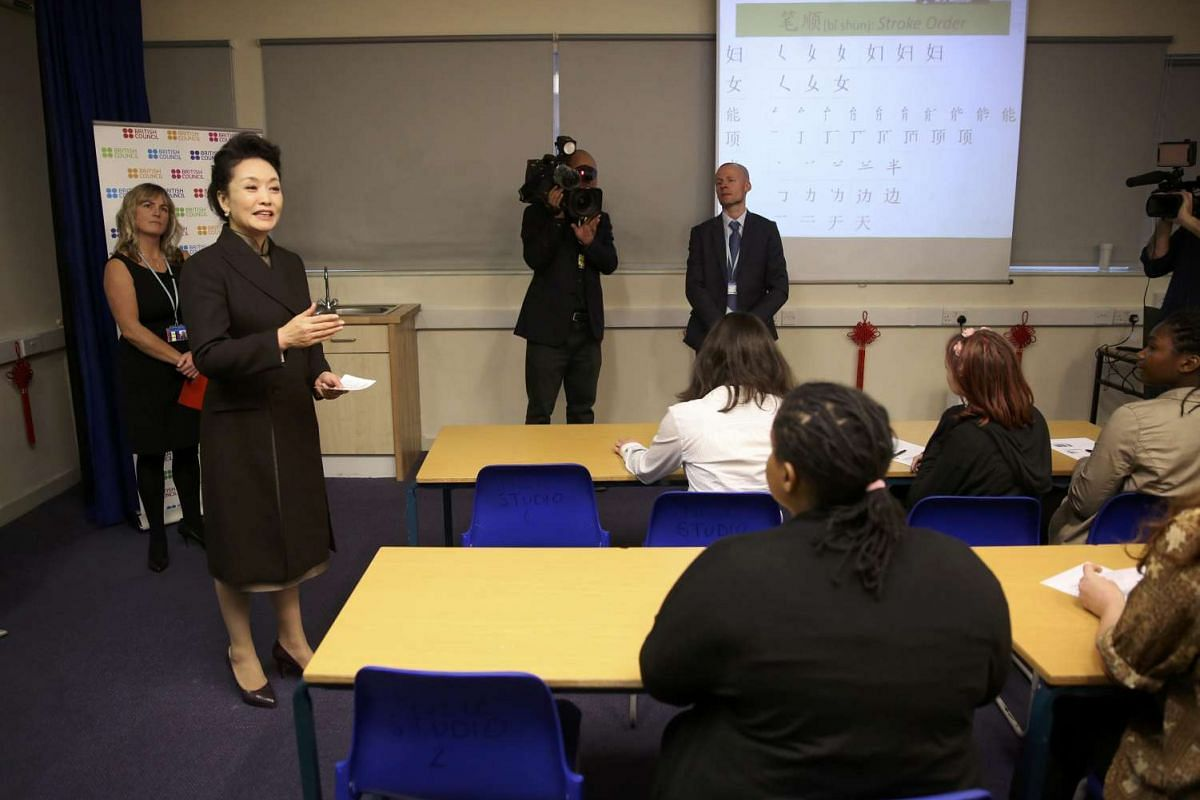 Chinese President's wife Peng Liyuan speaking to students in a classroom during a visit to Fortismere School in London, Britain, Oct 21, 2015.