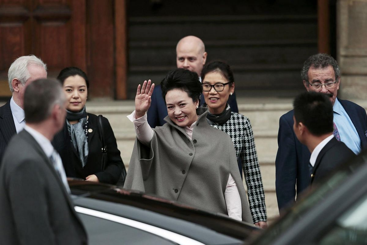 Chinese President's wife Peng Liyuan, waving as she leaves The Royal College of Music in London, Britain on Oct 22, 2015.