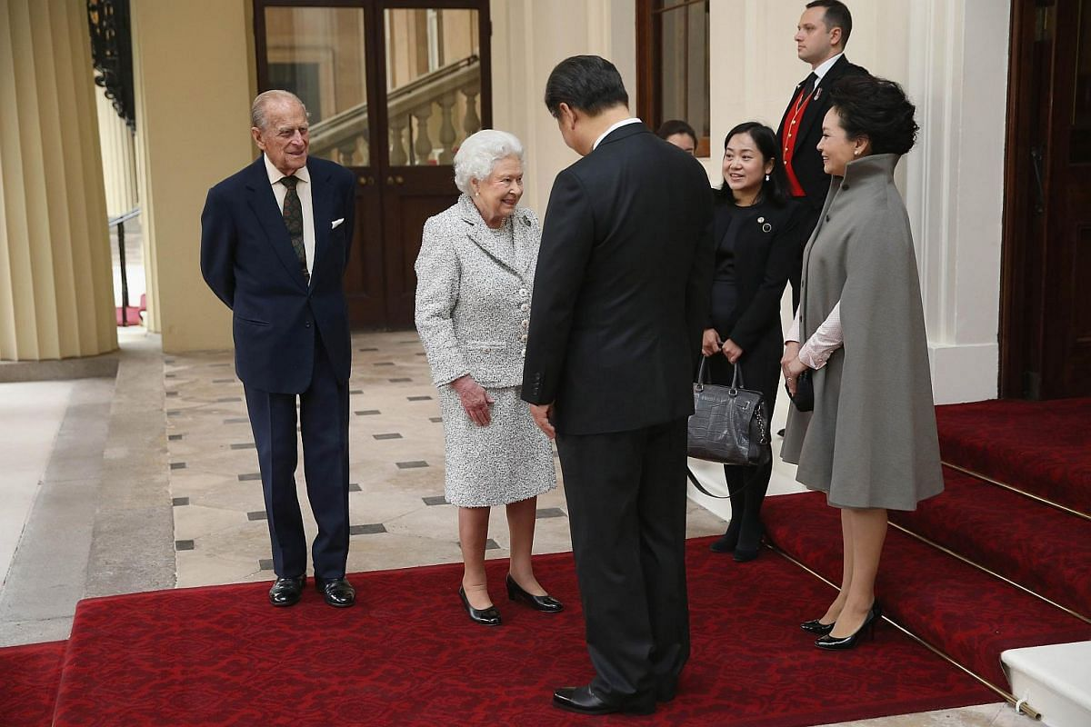 Britain's Queen Elizabeth II (second, left) and Prince Philip, Duke of Edinburgh (left) bidding farewell to Chinese President Xi Jinping (centre) and his wife Peng Liyuan at Buckingham Palace in central London on Oct 22, 2015.