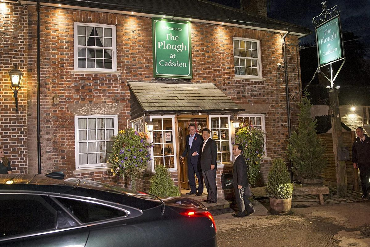 British Prime Minister David Cameron and Chinese President Xi Jinping arriving at The Plough At Cadsden pub in Cadsden, Britain on Oct 22, 2015.