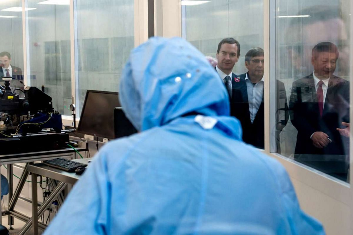 British Chancellor of the Exchequer George Osborne (third from right) and Chinese President Xi Jinping (right) visit Britain's National Graphene Institute at the University of Manchester on Oct 23, 2015.