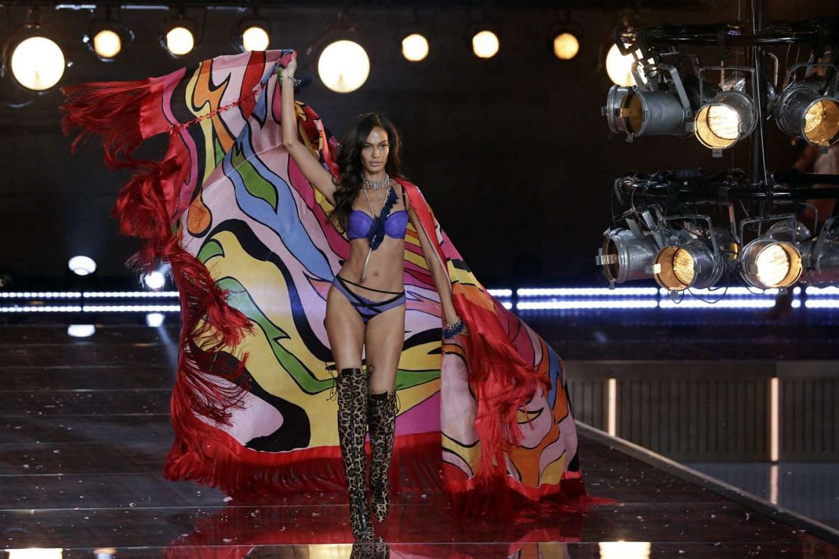 Puerto Rican Victoria's Secret model Joan Smalls walks down the runway during the 2015 Victoria's Secret fashion show at the Lexington Armory in New York, USA on Nov 10, 2015.