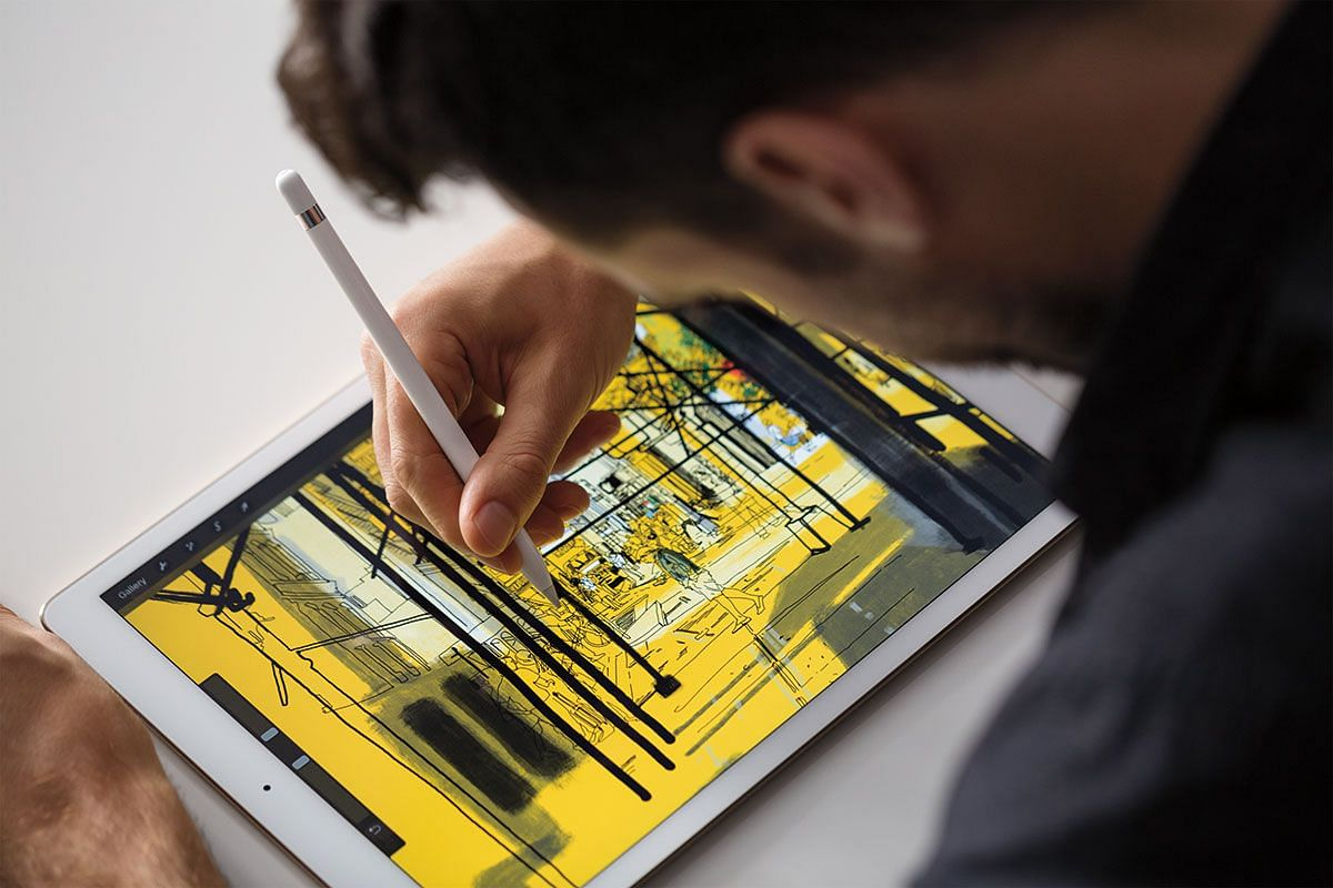 For the iPad Pro, Apple specially created new accessories in the form of the Apple Smart Keyboard and Apple Pencil.