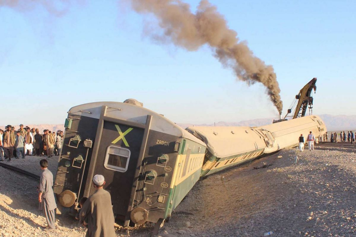A passenger train derailed in south-western Pakistan, 17 November 2015, killing at least 16 people and injuring over 100. PHOTO: EPA