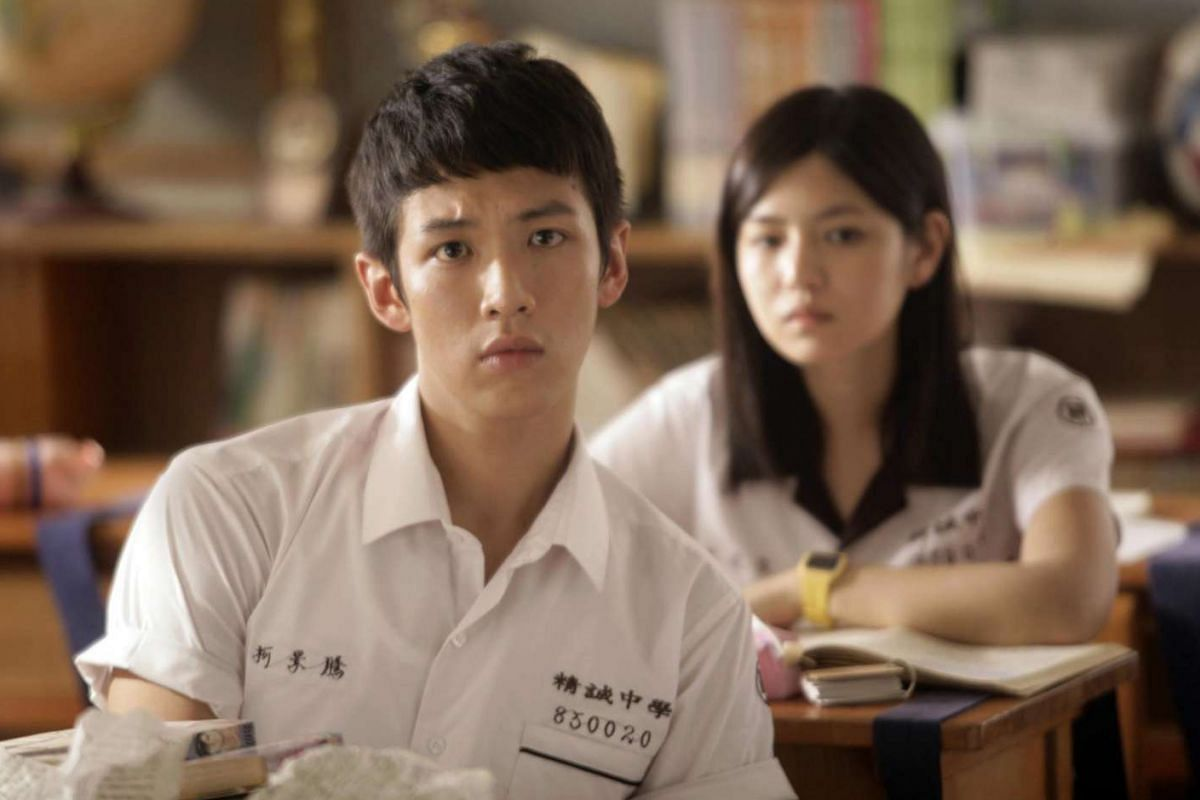 Ko Ching-teng (Kai Ko Chen-tung, foreground) is a mischievous prankster who gets on the nerves of his A-star student crush Shen Chia-yi (Michelle Chen, background) in You Are The Apple Of My Eye.