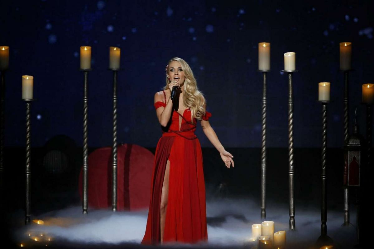 """Carrie Underwood performs """"Heartbeat"""" during the 2015 American Music Awards in Los Angeles, California on Nov 22, 2015"""