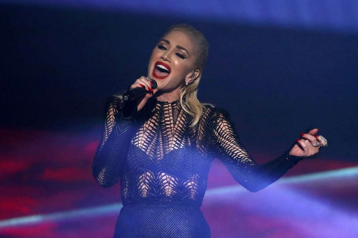 """Gwen Stefani performs """"Used to Love You"""" during the 2015 American Music Awards in Los Angeles, California on Nov 22, 2015"""