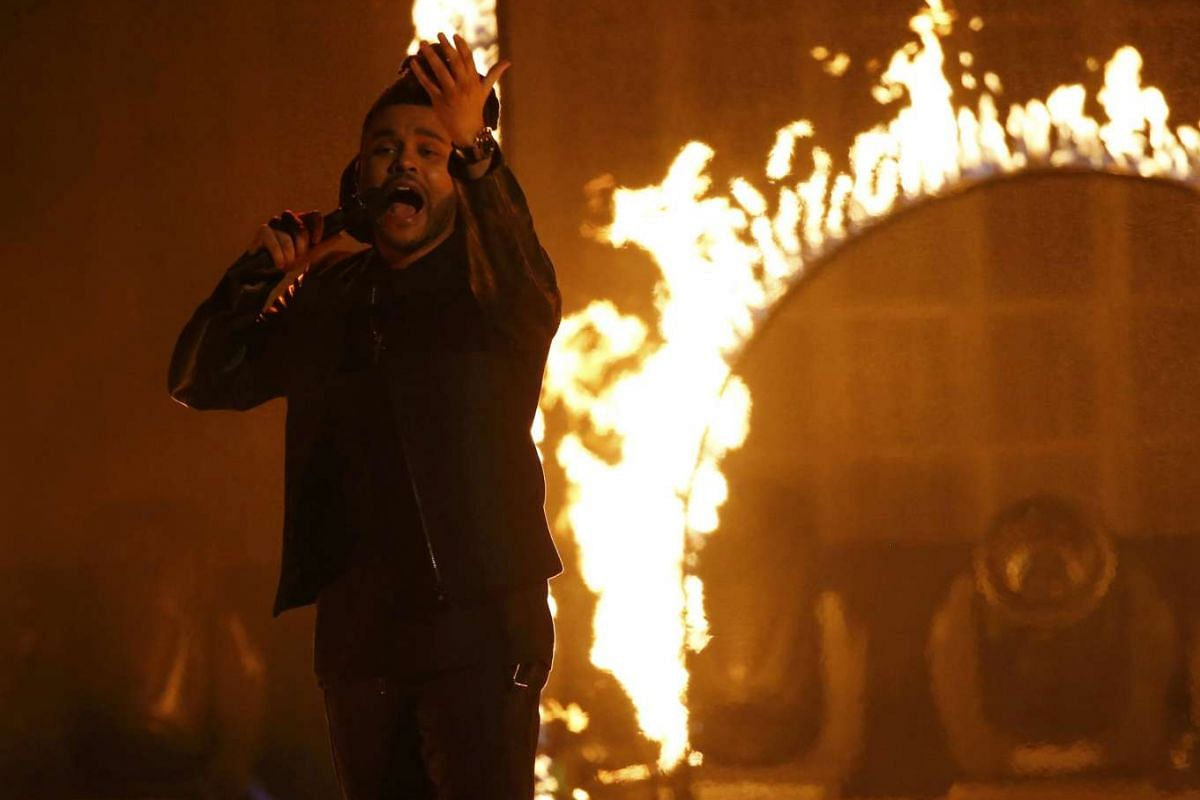 """The Weeknd performs """"The Hills"""" during the 2015 American Music Awards in Los Angeles, California on Nov 22, 2015"""