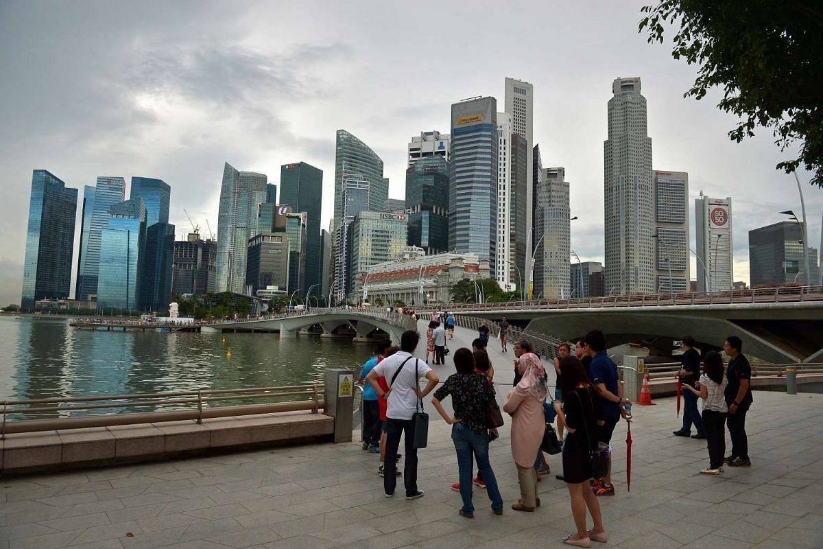 The heritage trail goes to the Jubilee Bridge, which links Esplanade promenade to Merlion Park.