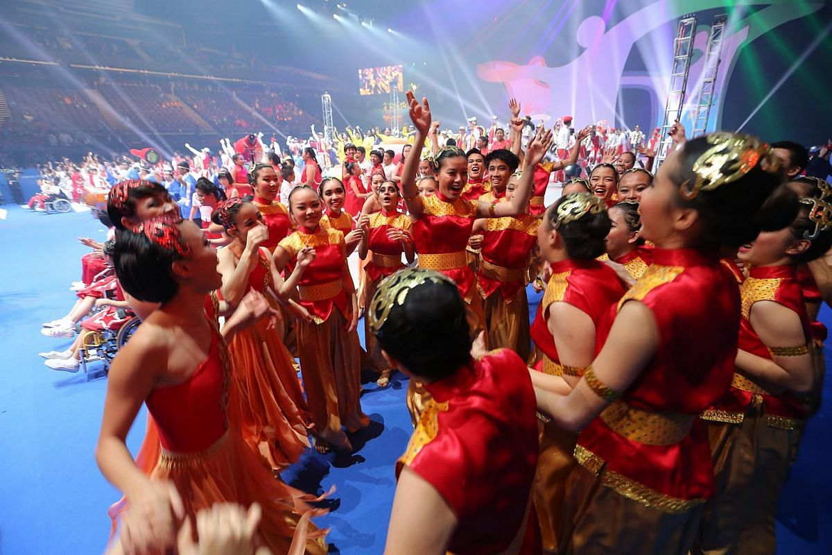 The sold-out show of 6,000 spectators featured able-bodied and people with disabilities.