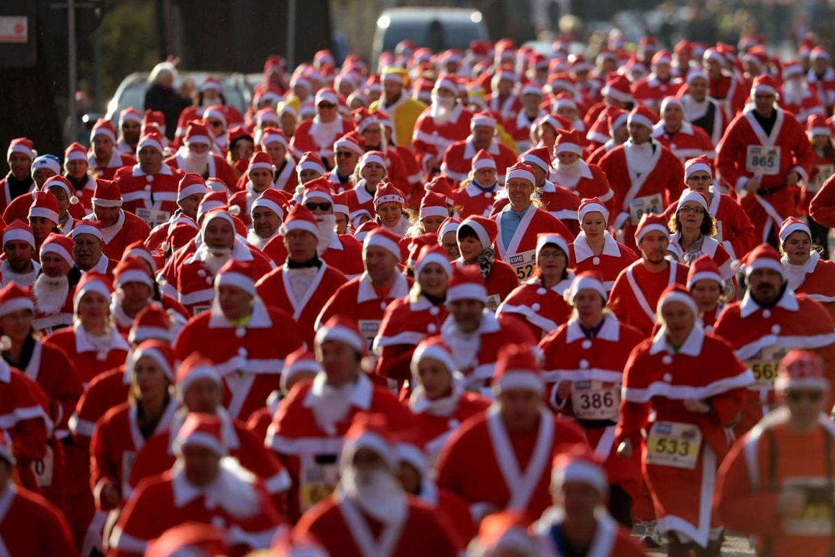 Joggers dressed as Saint Nicholas run the course during the traditional St Nicholas Day run in Michendorf, Germany, on Dec 6, 2015.