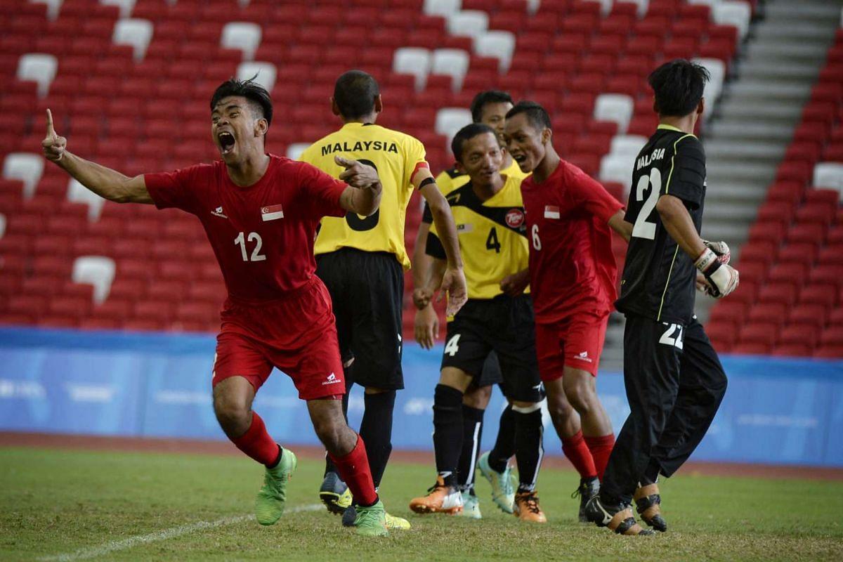 Muhammad Shahidil Bin Saidi (left) celebrates after the team scored against Malaysia on Dec 7, 2015.