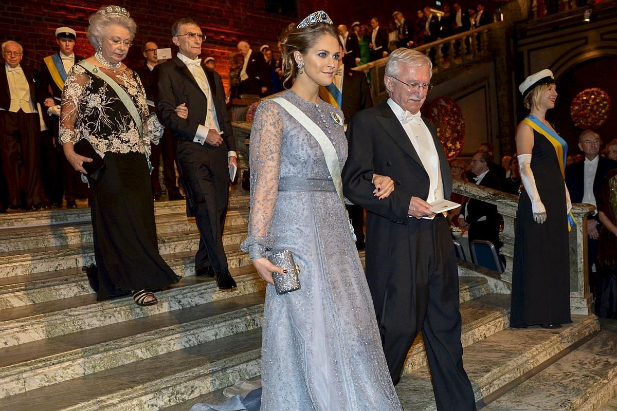 Princess Madeleine and chemistry laureate Paul Modrich arrive in the Blue Hall.