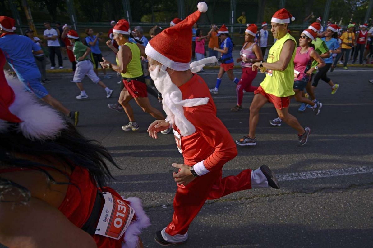 People take part in the Santa Claus Run in Caracas on Dec 13, 2015.