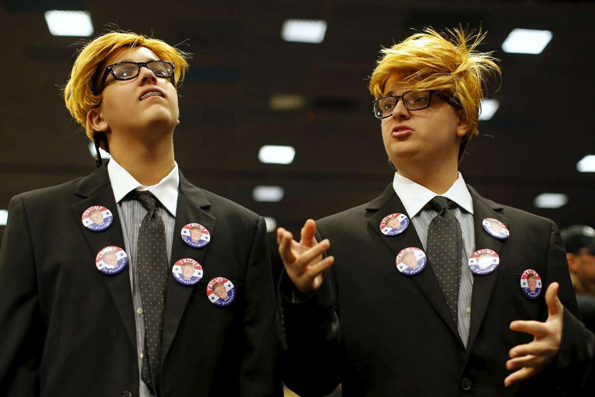 Dante Cicerone, 15, (R) and his twin brother Georgie dress up as Republican U.S. presidential candidate Donald Trump as they attend a rally in Las Vegas, Nevada December 14, 2015. PHOTO: REUTERS