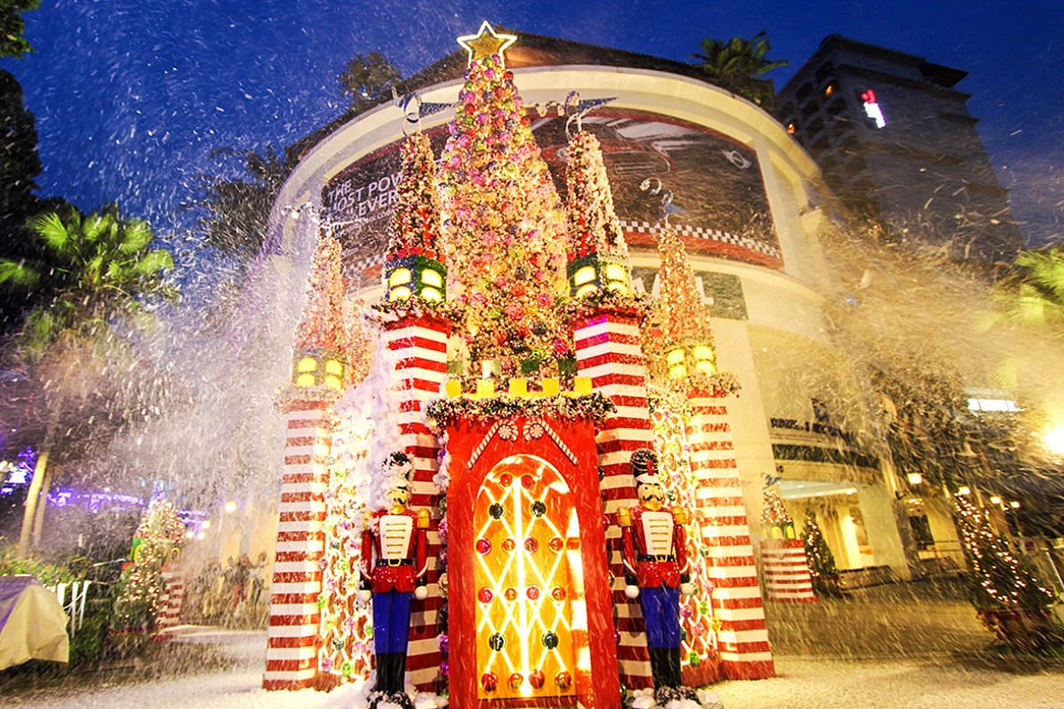 Snowing tree and toy soldiers were used to decorate Tanglin Mall.