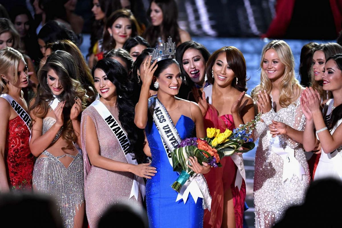 Rightly crowned Pia Alonzo Wurtzbach (centre) of the Philippines was mistakenly named as First Runner-up.
