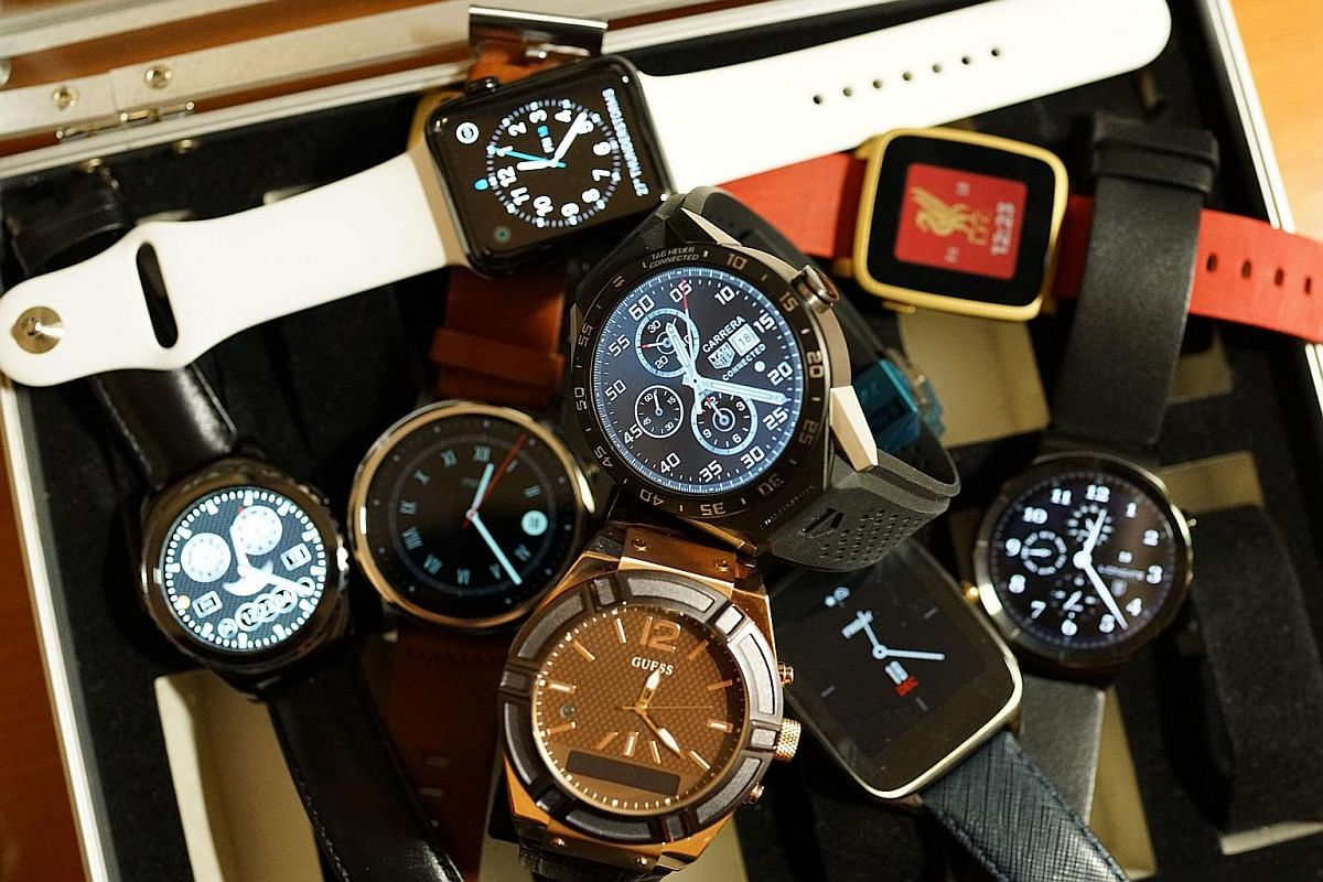 With the increasing popularity of smartwatches worldwide, traditional watchmakers and fashion brands are getting in on the act. Singapore consumers are helping to push up smartwatch sales figures, with retail giant Challenger reporting a surge in sal