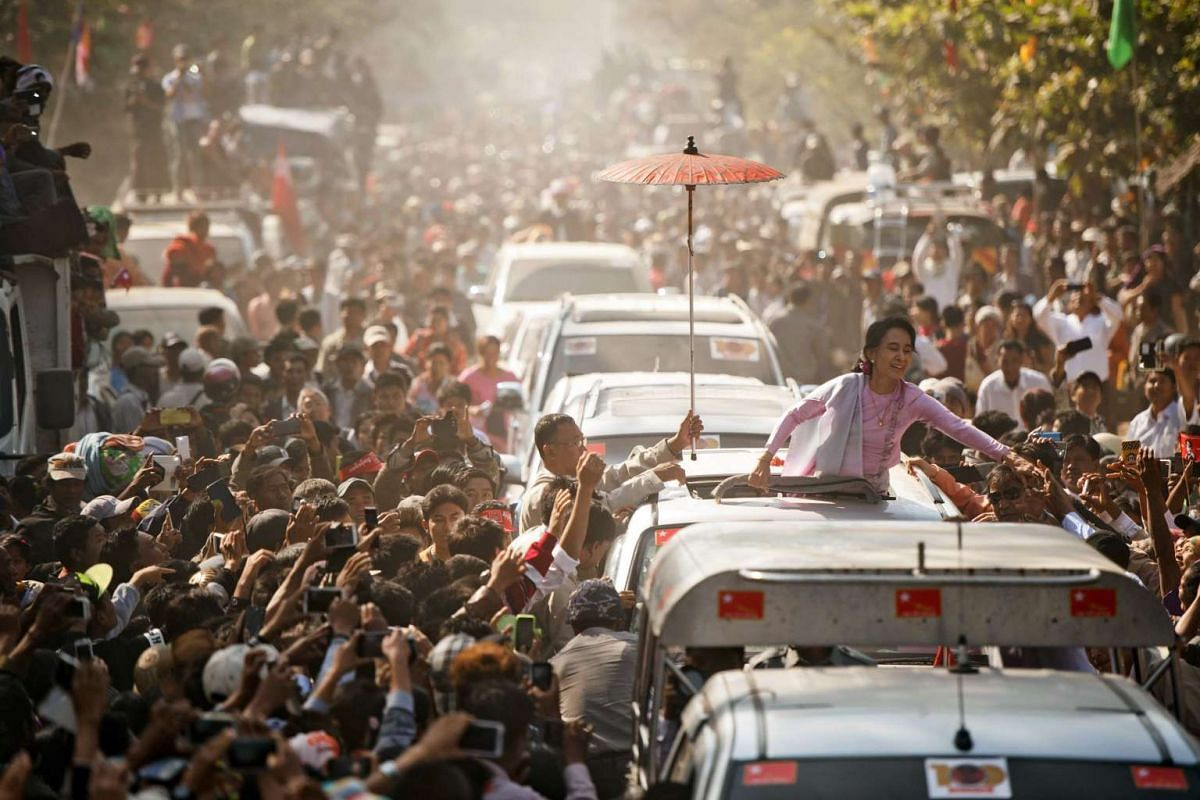 Myanmar opposition leader Aung San Suu Kyi greeting supporters as she leaves a ceremony to mark the 100th birthday of independence hero Aung San in the remote central Myanmar town of Natmauk on Feb 13, 2015.