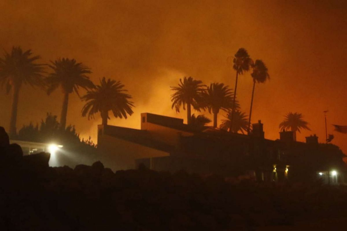 WILDFIRE IN US: Ventura County firefighters battling the Solimar brush fire in Ventura County, California, on Dec 26, 2015.