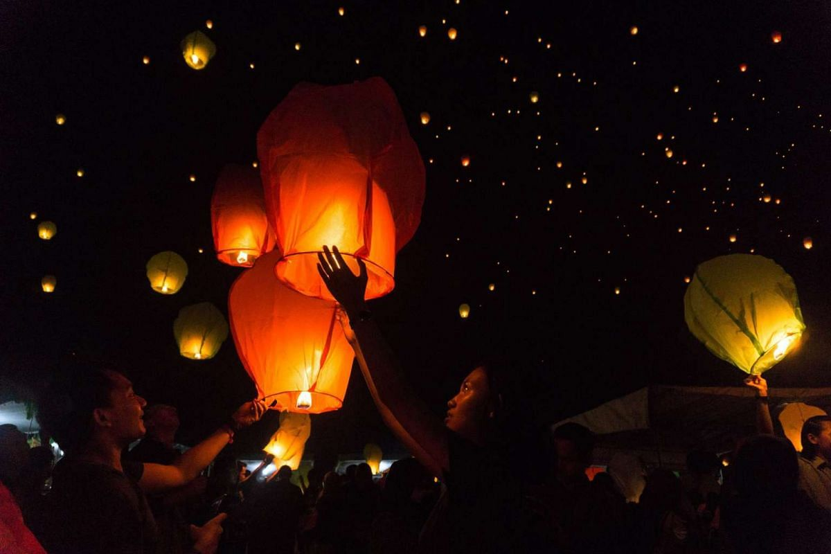 Indonesians release sky lanterns during the New Year celebrations in Magelang, Central Java, Indonesia on Jan 1, 2016.