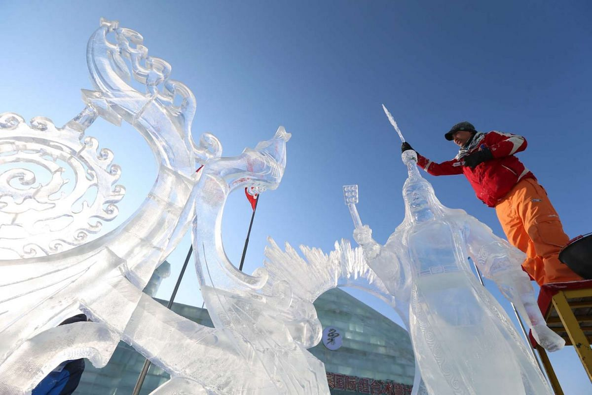 A worker carves an ice art work at Harbin Ice and Snow World one day before the 32nd Harbin International Ice and Snow Festival on Jan 4, 2016.