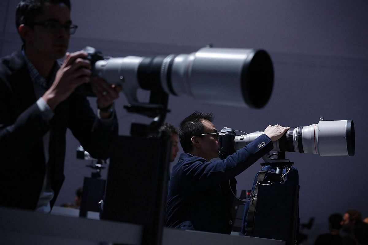 Show attendees trying out Canon photo equipment at CES 2016.