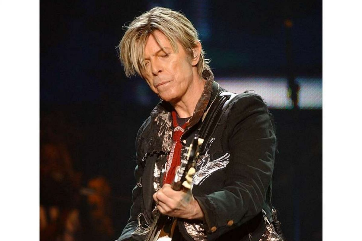 Bowie performed a two-hour set at his concert at the Singapore Indoor Stadium in 2004.