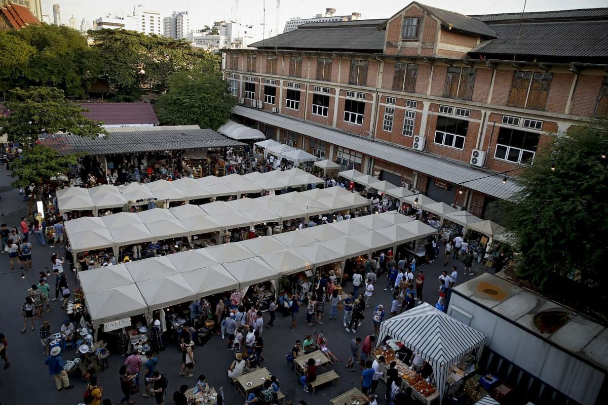 A general view of the vintage market.