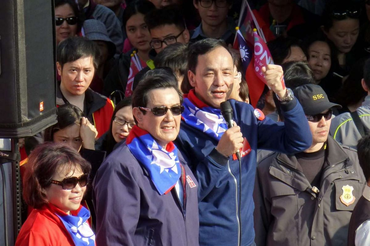 Taiwan's ruling party KMT's presidential candidate, party chairman Eric Chu (centre, right), and President Ma Ying-jeou (centre, left), taking part in a march to support Mr Chu in Taipei, Taiwan, on Jan 9, 2016.