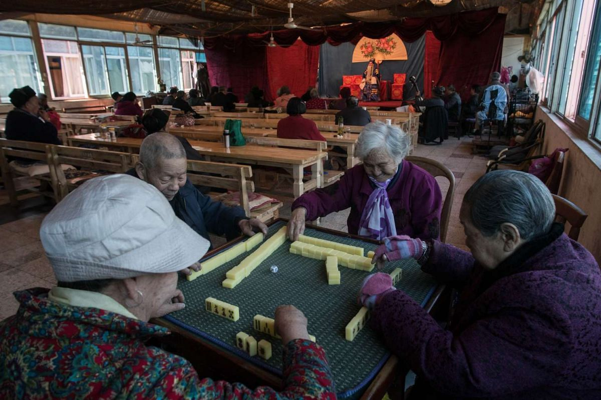 Elderly playing mahjong during a show in Kunming on Jan 7, 2016.