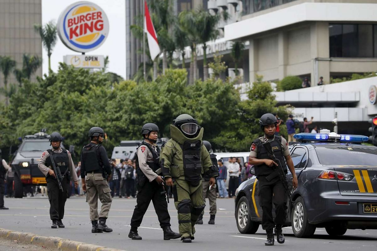 11am: Indonesian police bomb squad members walking to the site of a bomb blast in Jakarta.