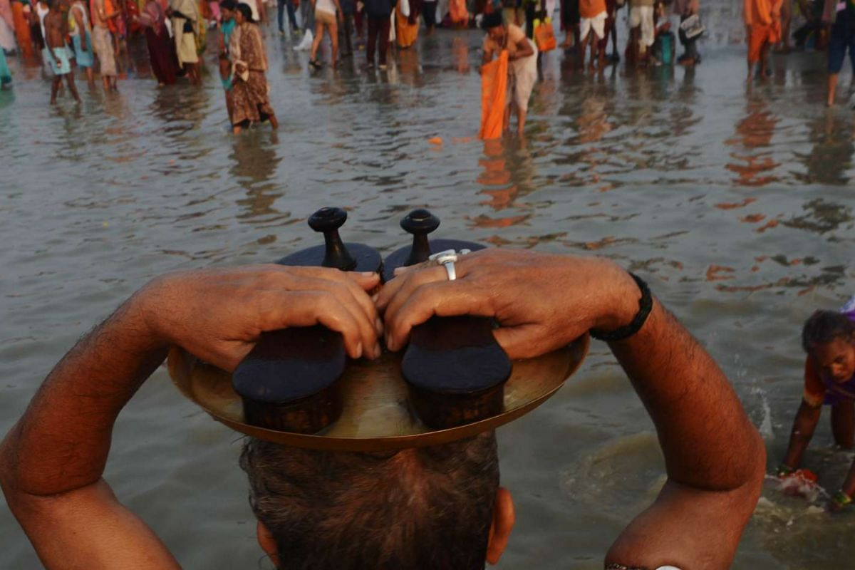 Hindu devotees take a holy dip and perform rituals at Gangasagar Island, around 150km south of Kolkata, on Jan 15, 2016.