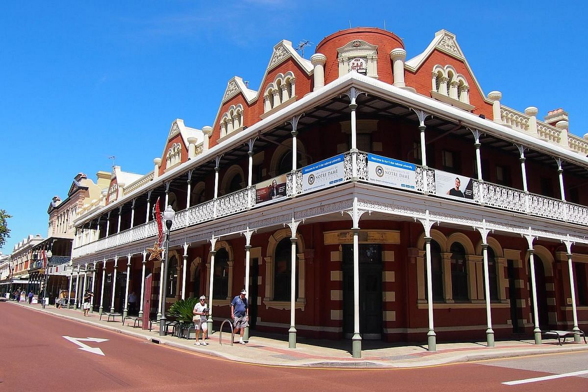 An example of Australian Victorian architecture, with a shaded verandah decorated with wrought-iron filigree in Fremantle, Perth.