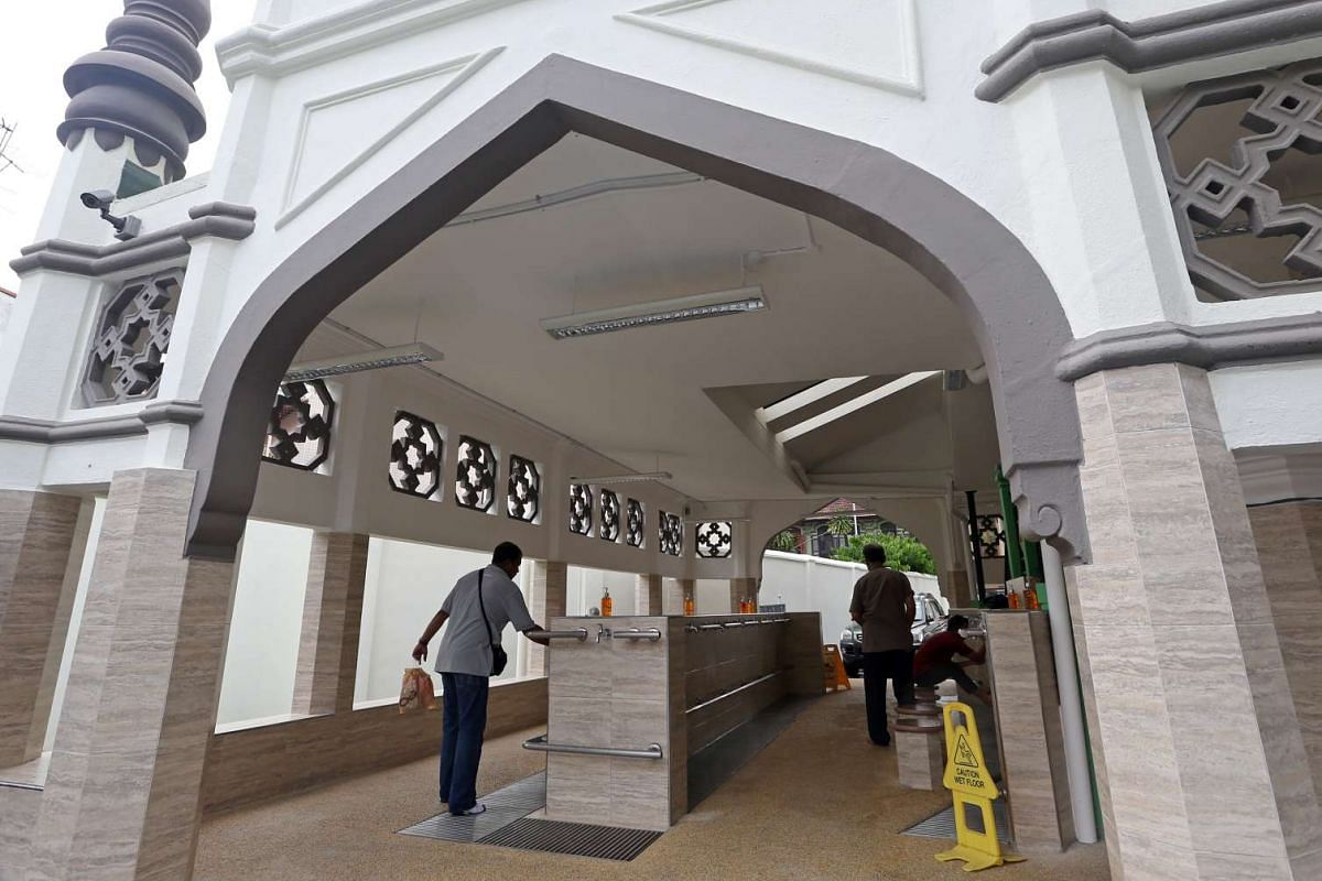 Visitors view the new facilities at the Sultan Mosque on Jan 16, 2015.