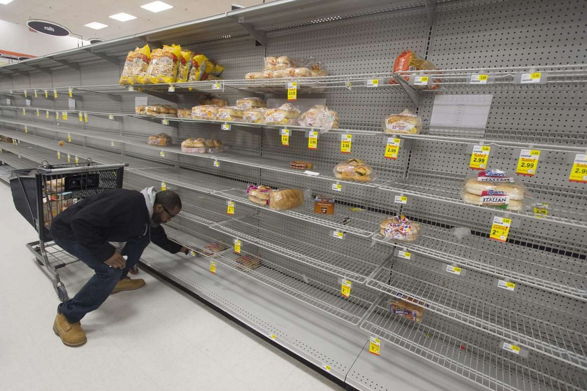 A customer looks at the almost empty bread section of a grocery store, as shoppers prepare for an approaching snowstorm in Alexandria, Virginia, USA, Jan 21, 2016. PHOTO: EPA