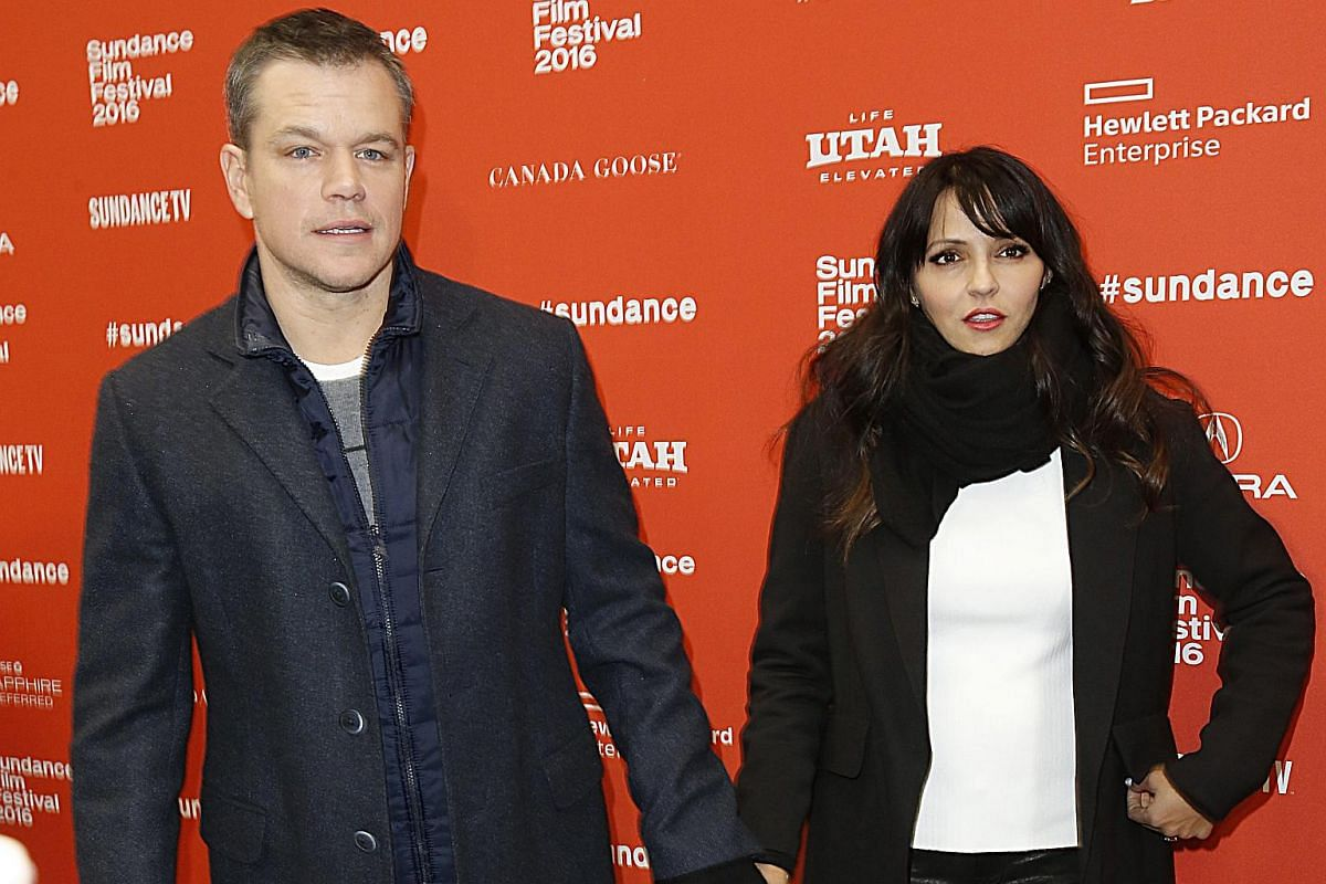 Matt Damon arrives at the premiere of Manchester By The Sea with his wife Luciana Barroso. The actor is a producer of the film, witten and directed by Kenneth Lonergan.