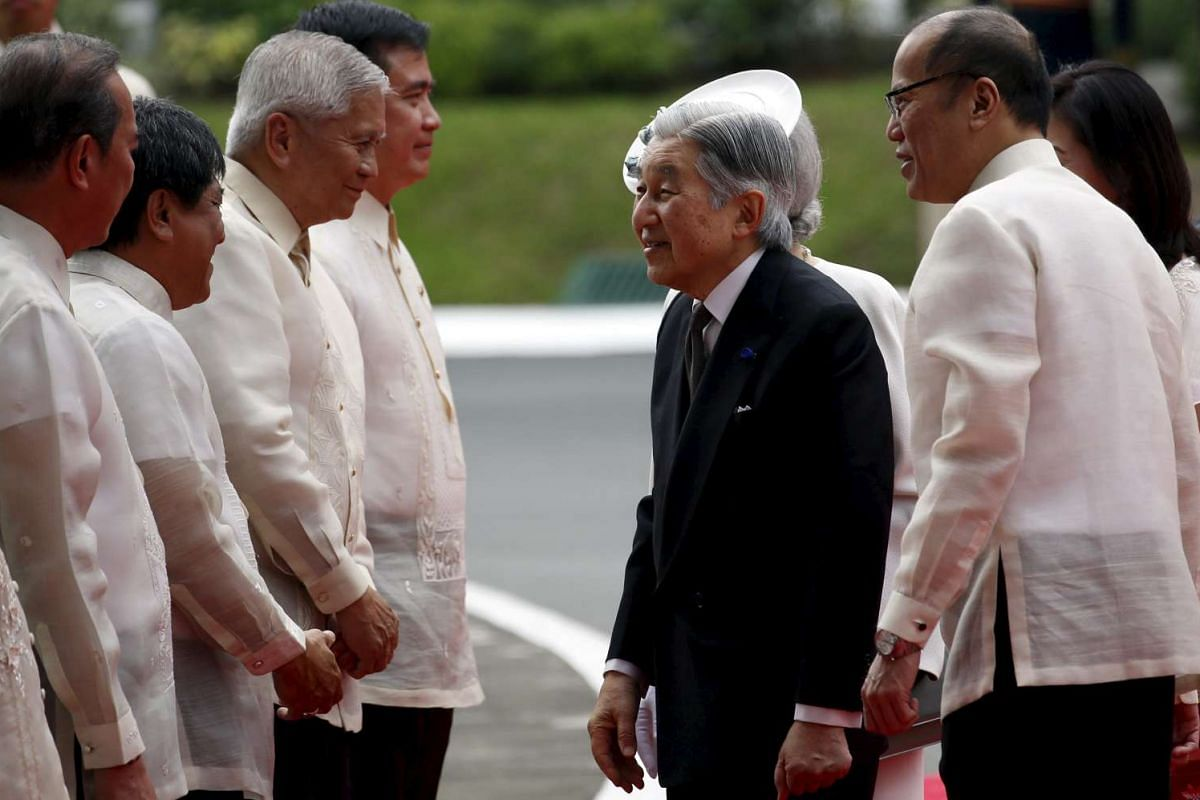 Japan's Emperor Akihito meets cabinet members with President Benigno Aquino during a welcoming ceremony for the Emperor at the Malacanang presidential palace on Jan 27.