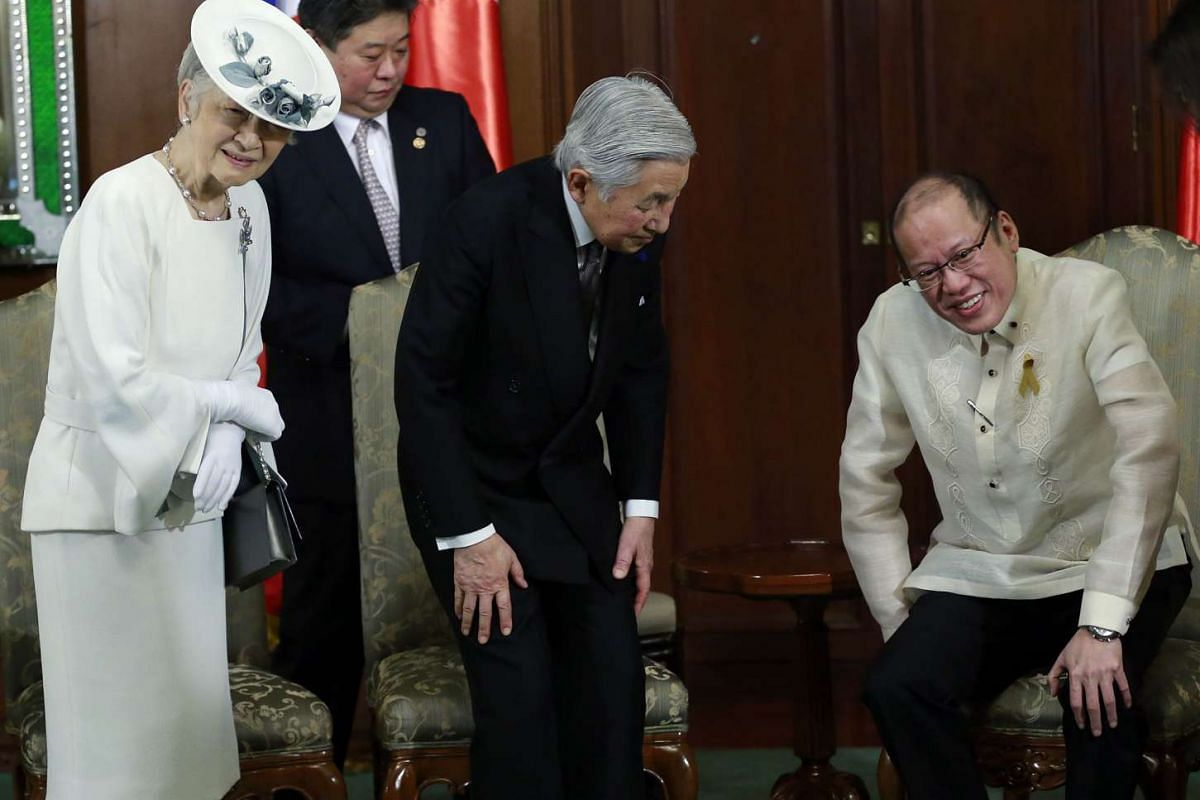 Japan's royal couple are greeted by Philippine President Benigno Aquino at the start of their meeting at Malacanang Palace in Manila on January 27.