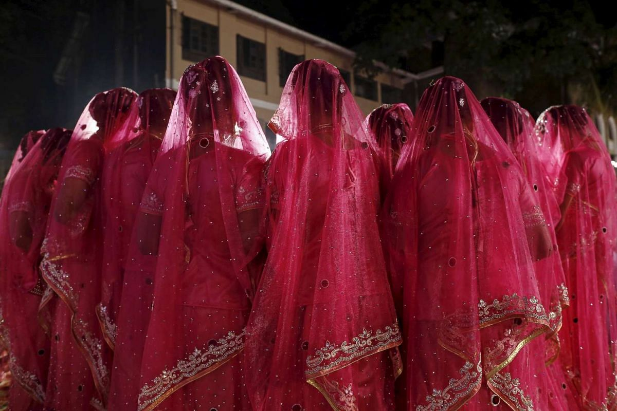 Muslim brides arrive to attend a mass marriage ceremony in Mumbai, India, on Jan 27, 2016.