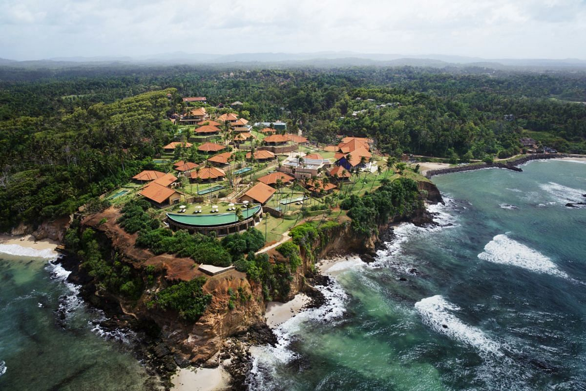 The clifftop Cape Weligama resort on the southern tip of Sri Lanka is perched on a secluded promontory facing the dazzling Indian Ocean.